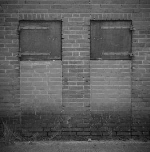 33-Boarded-Up-Canon-20D--Holga-60mm-Lens.jpg