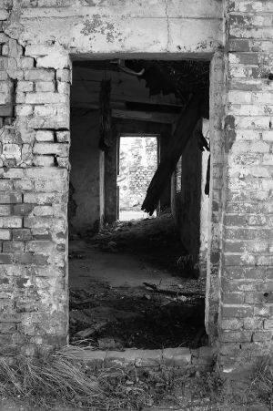 Crumbling - Judenrampe Warehouse - Auschwitz I %26 II